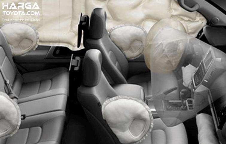 Gambar ini menunjukkan ilustrasi fitur airbags pada All New Toyota Rush