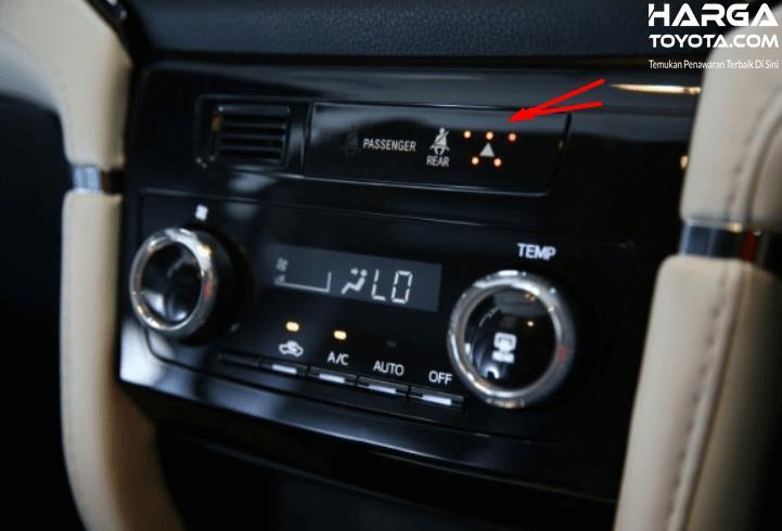Gambar ini menunjukkan head unit pada mobil Toyota Rush generasi terbaru