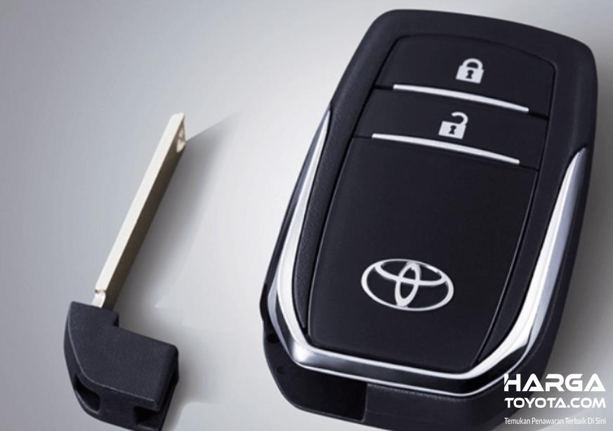 Gambar ini menunjukkan smart key pada All New Toyota rush