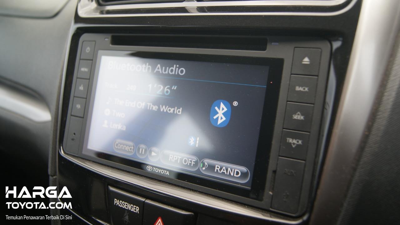 Gambar menunjukkan Head unit Toyota Avanza Veloz 2015