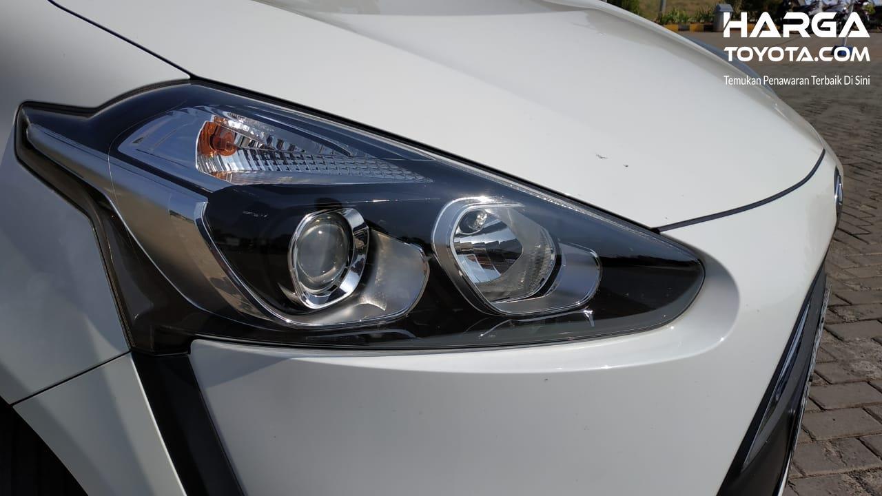 Gambar menunjukkan Headlamp Toyota Sienta V