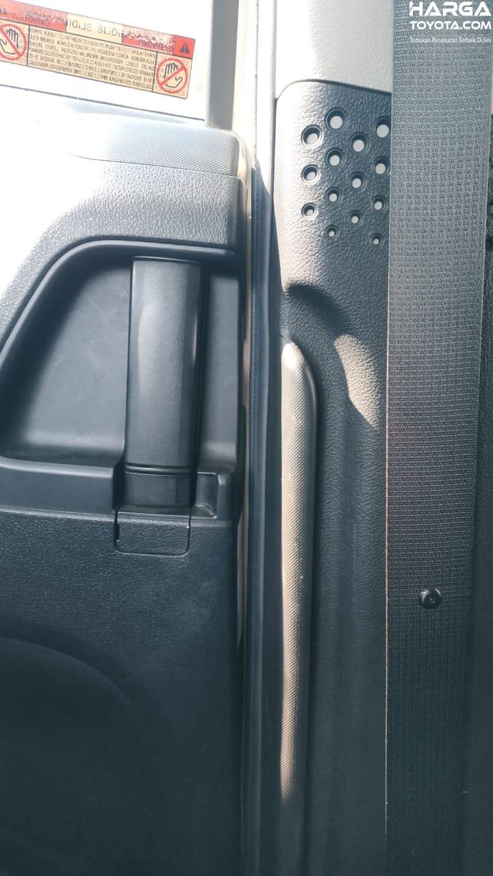 Gambar menunjukkan Fitur Handel Naik-Turun Toyota Sienta