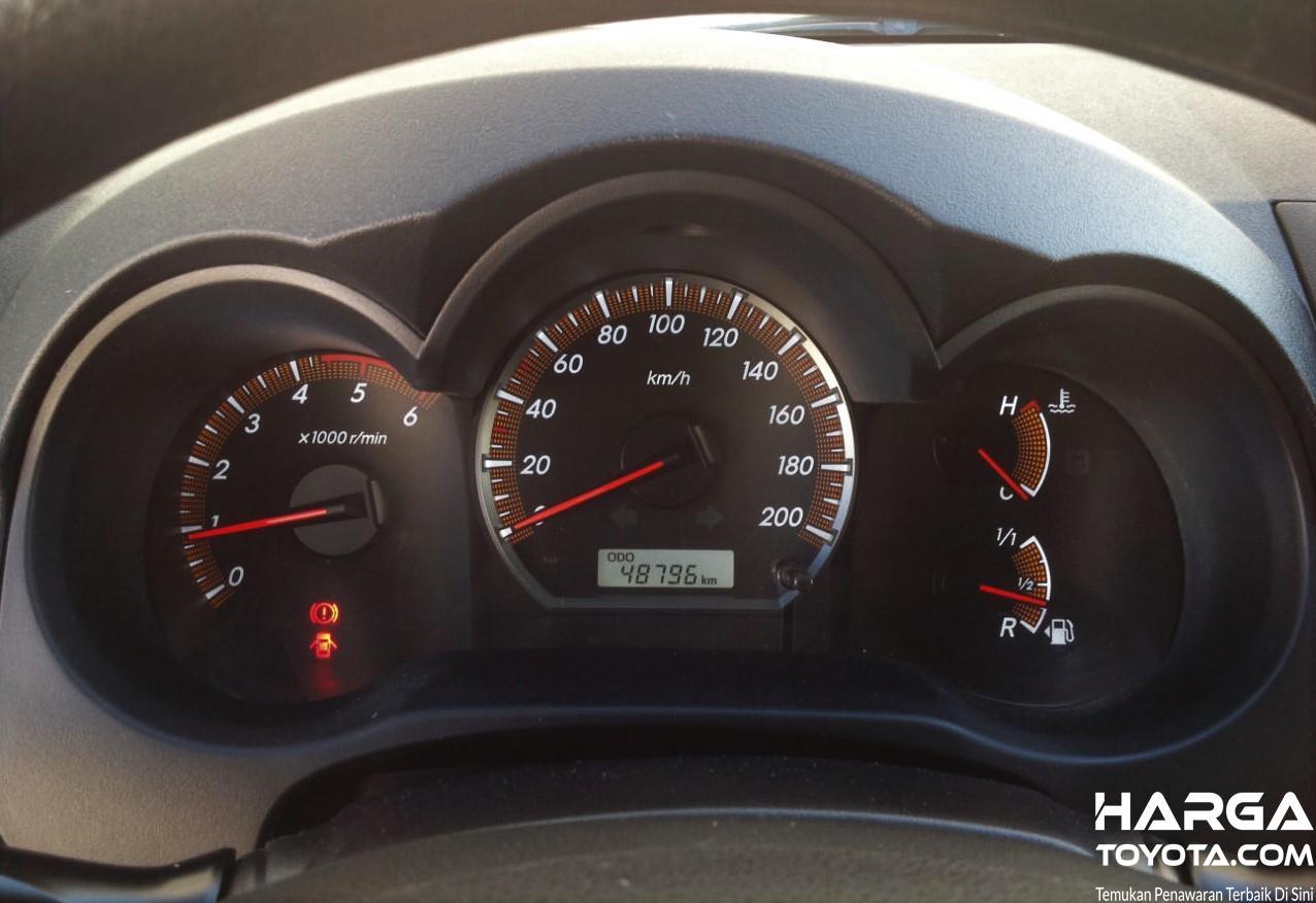 Foto Odometer Toyota Hilux sudah mencapai lebih dari 40000 km