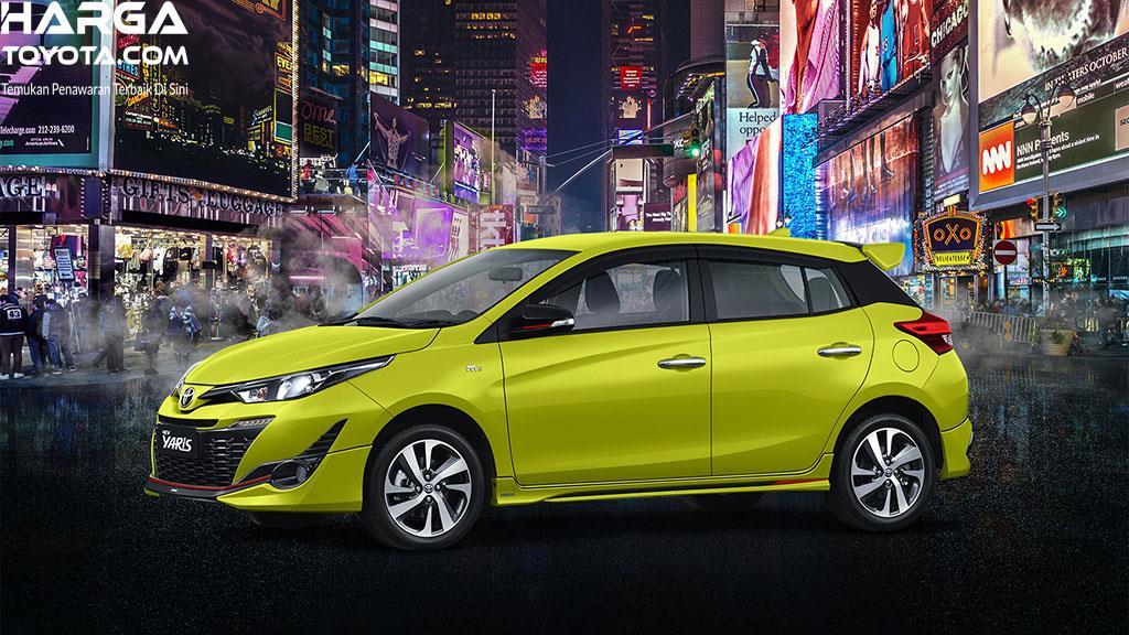mobil baru Toyota New Yaris berwarna hijau