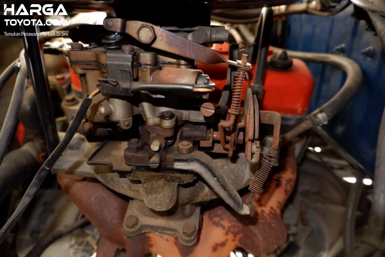 Gambar menunjukkan Karburator AISAN Toyota Kijang LGX 1997