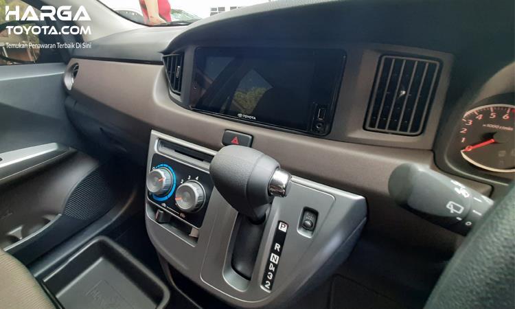 interior Toyota Calya berwarna hitam