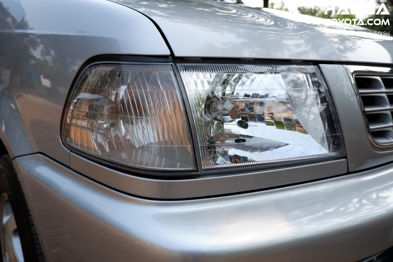 Gambar menunjukkan Headlamp Toyota Kijang