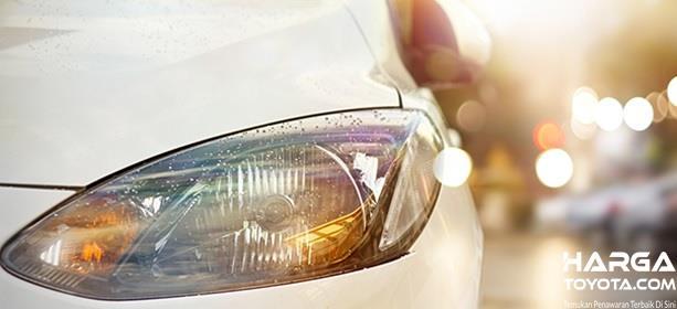 Lampu Halogen adalah lampu pijar yang dibalut kaca transparan dan diisi unsur halogen di dalamnya