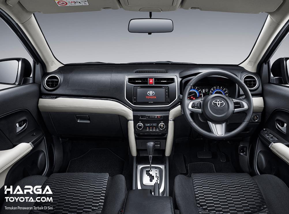 Gambar ini menunjukkan interior mobil Toyota Rush 2019
