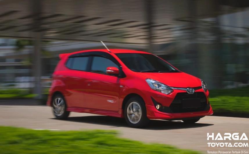 mobil baru Toyota Agya berwarna merah
