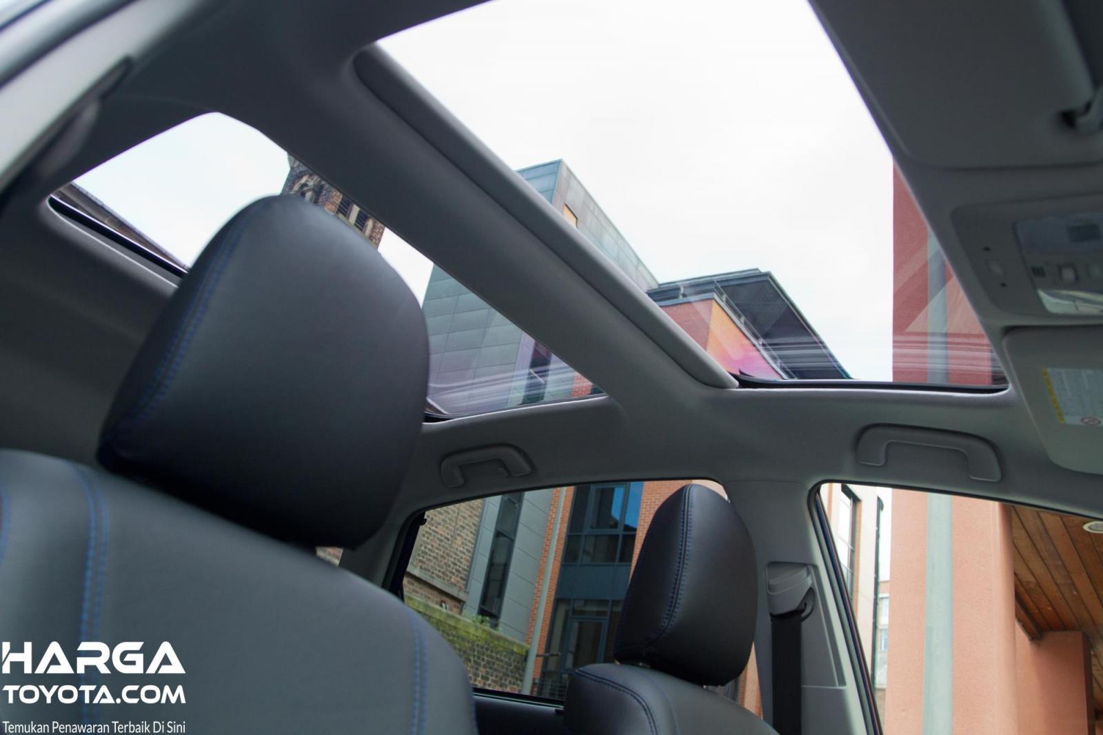Foto sunroof mobil Toyota Prius