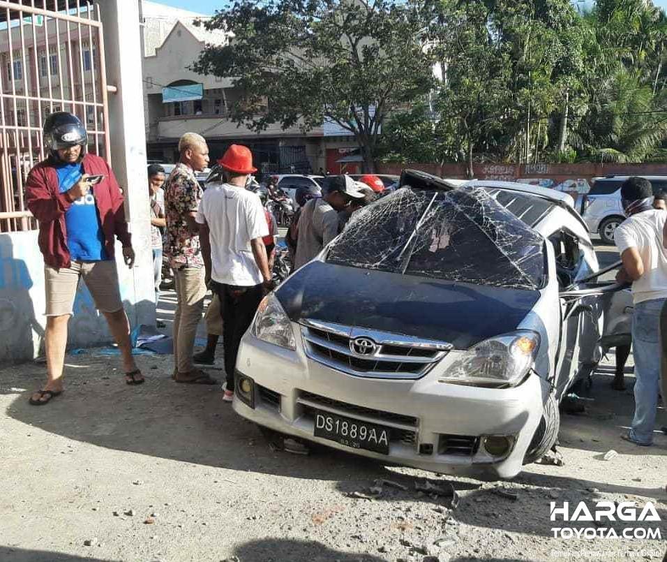 Foto Kecelakaan Toyota Avanza