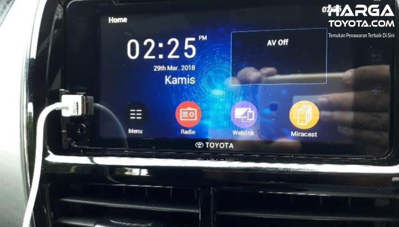 Gambar ini menunjukkan head unit Toyota Yaris dengan beberapa menu