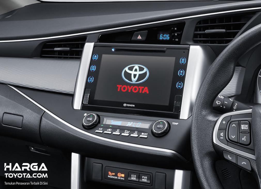 Head unit pada mobil New Toyota Kijang Innova 2020