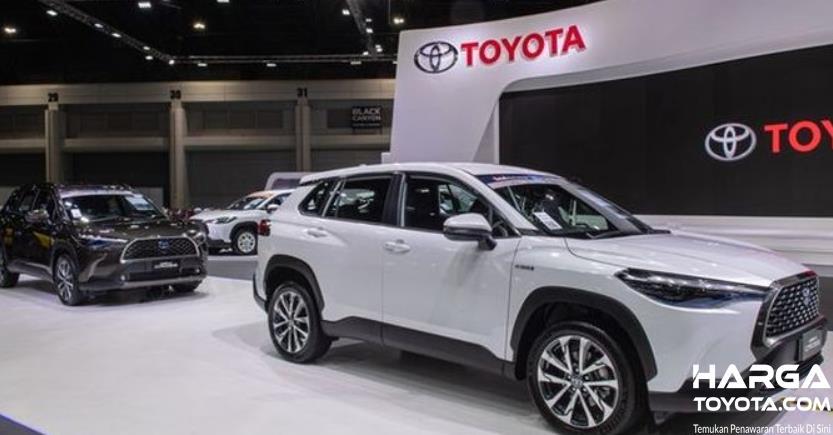 Gambar ini menunjukkan beberapa mobil Toyota dengan warna berbeda