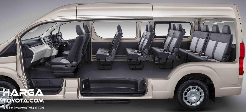 Gambar ini menunjukkan interior Toyota Hiace