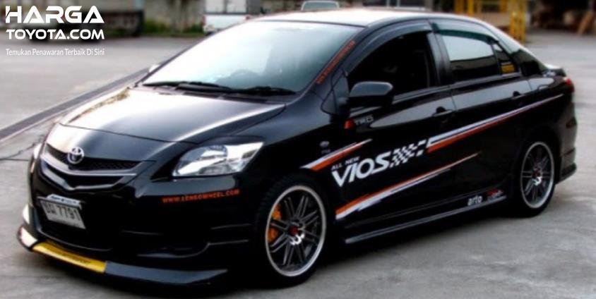 Gambar ini menunjukkan mobil Toyota Vios yang sudah dimodifikasi