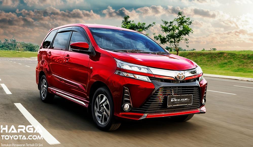 Gambar ini menunjukkan mobil Mobil Toyota New Veloz Matic
