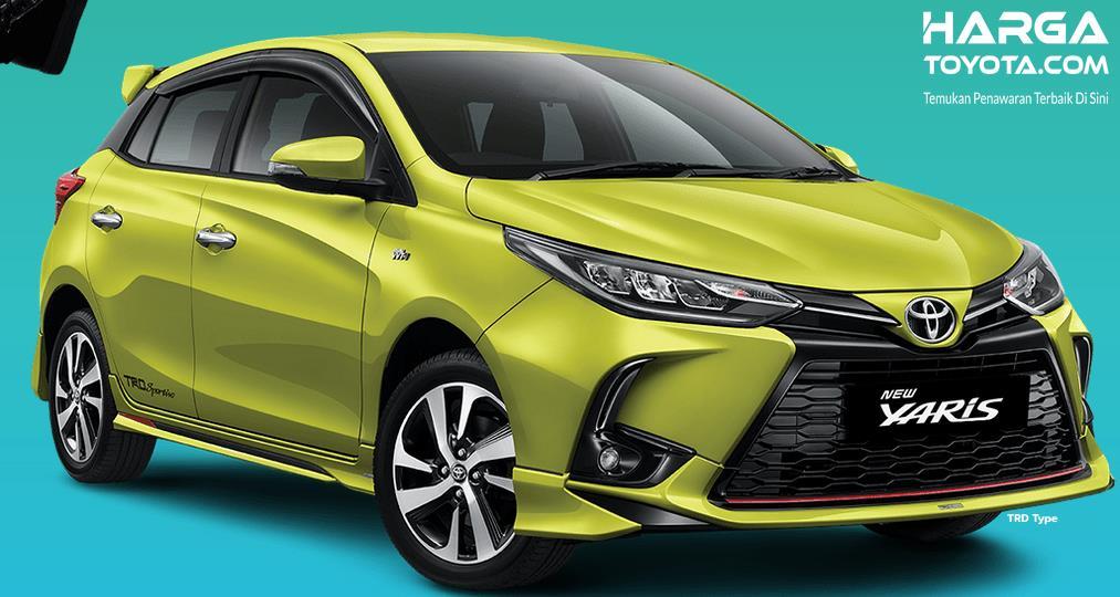 Gambar ini menunjukkan Mobil Toyota New Yaris kuning tampak depan