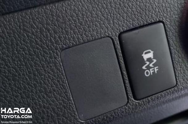 Gambar ini menunjukkan tombol fitur TRC Off Pada Toyota Rush terbaru