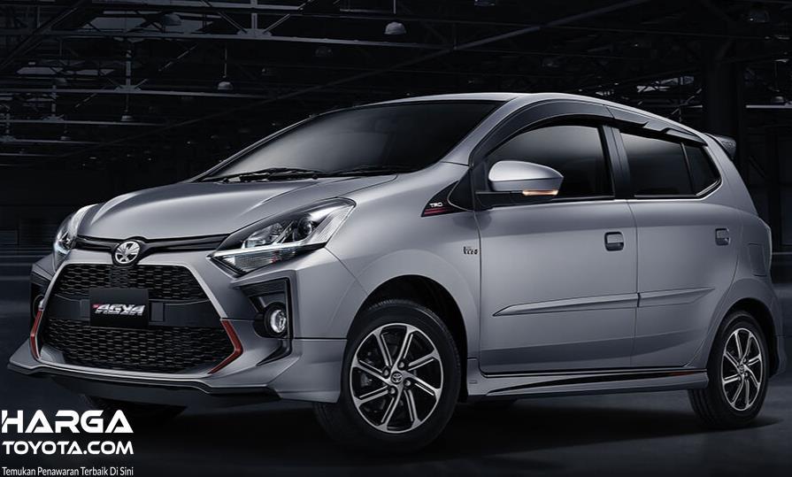 Gambar ini menunjukkan Toyota Agya tampak samping dan depan