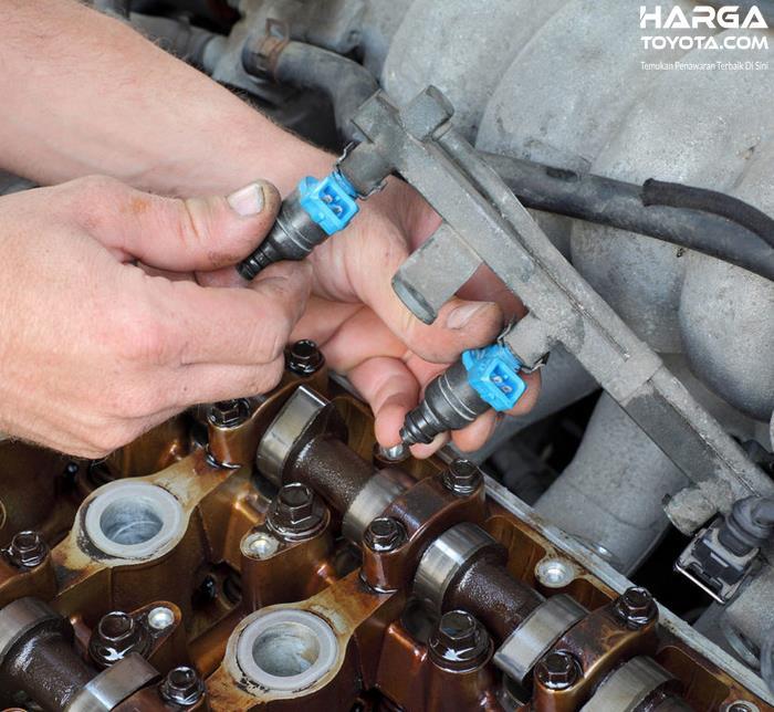 Gambar ini menunjukkan pelepasan injektor mobil