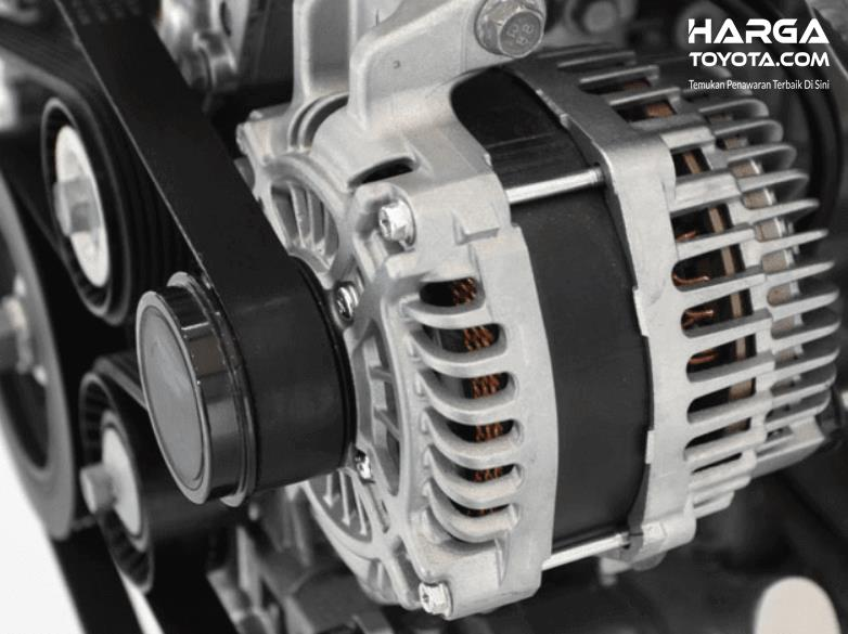 Gambar ini menunjukkan alternator pada mobil
