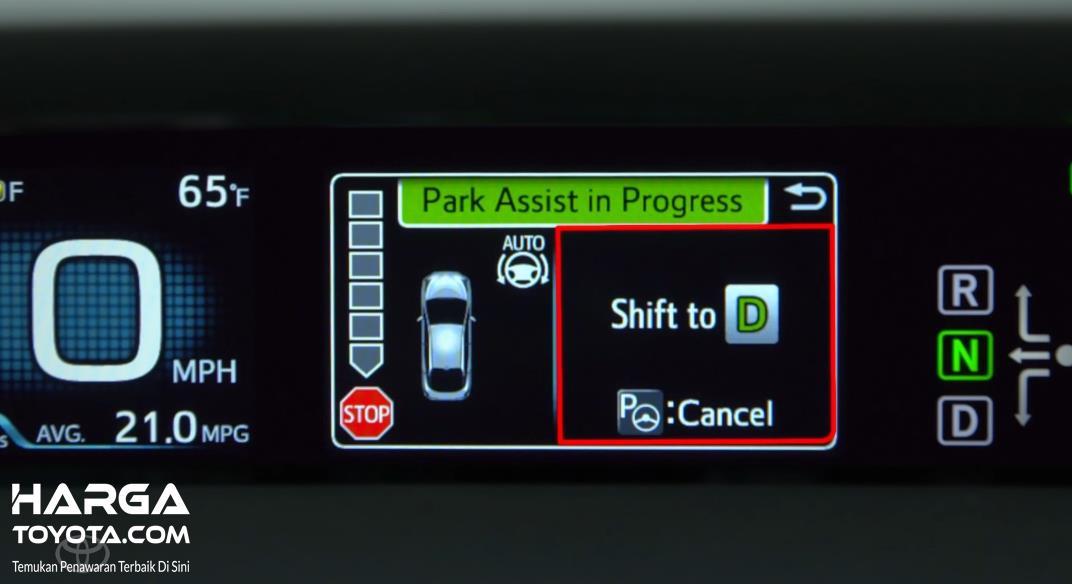 Gambar ini menunjukkan layar MID saat fitur Intelligent Park Assist Toyota digunakan
