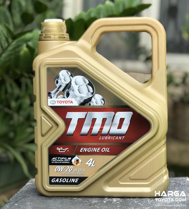 Gambar ini menunjukkan oli TMO untuk Toyota Agya