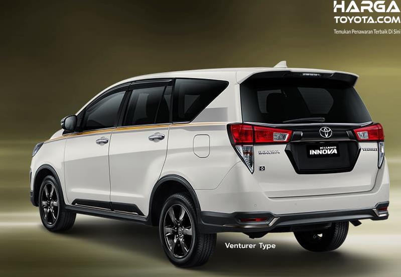 Gambar ini menunjukkan bagian belakang Toyota Kijang Innova Limited Edition