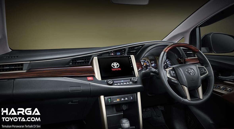 Gambar ini menunjukkan interior Toyota Kijang Innova Limited Edition