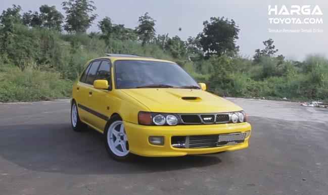 Gambar ini menunjukkan Toyota Starlet Turbo Convert warna kuning