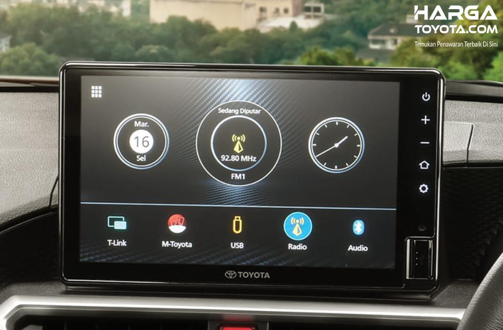 Gambar ini menunjukkan layar head unit Toyota Raize