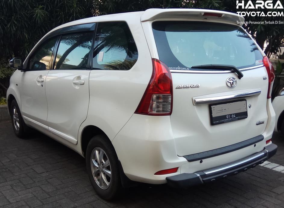 Gambar ini menunjukkan mobil Toyota Avanza Matic
