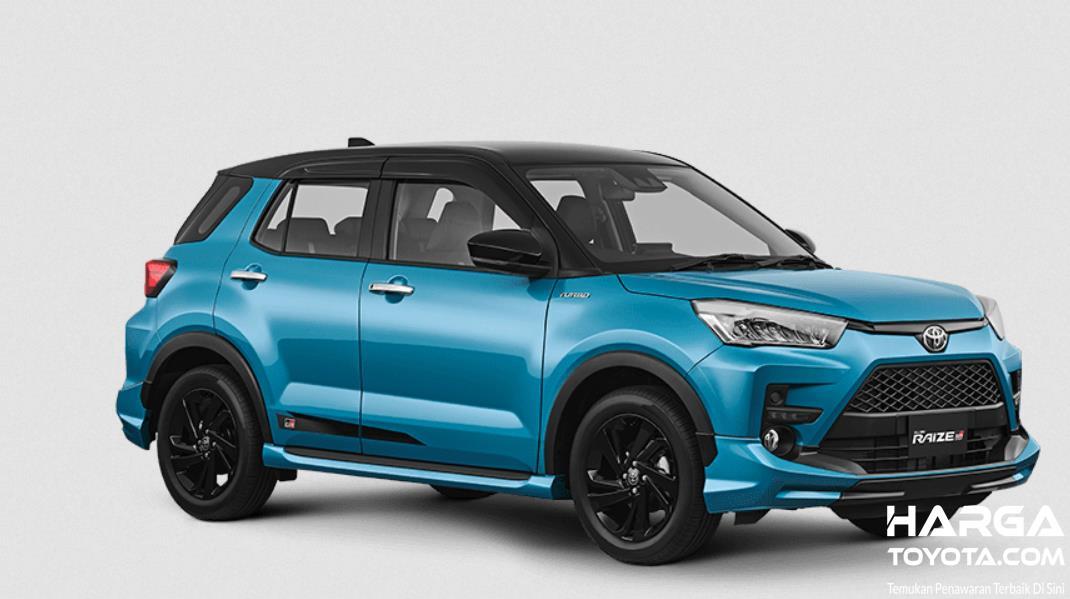 Gambar ini menunjukkan Toyota Raize warna biru tampak samping