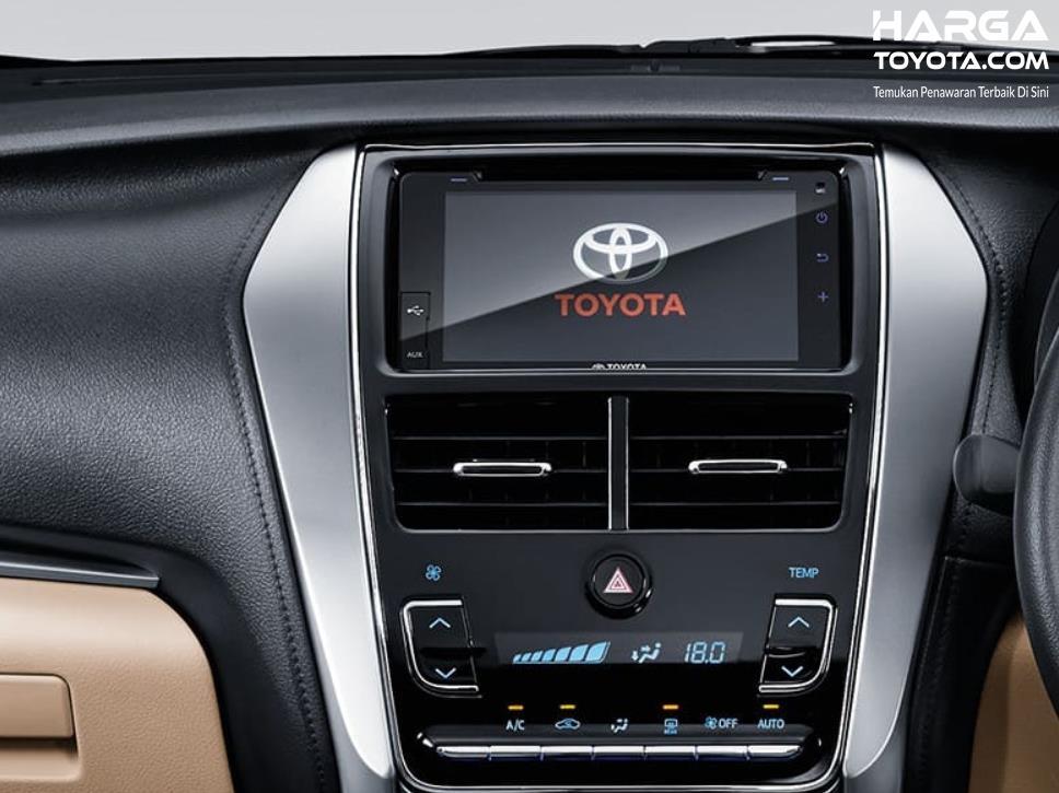 Gambar ini menunjukkan head unit Toyota Vios