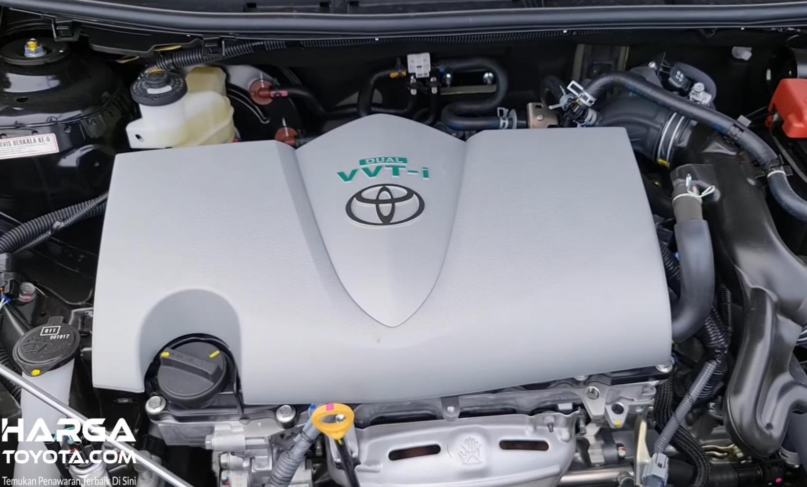 Gambar ini menunjukkan mesin mobil Toyota Vios