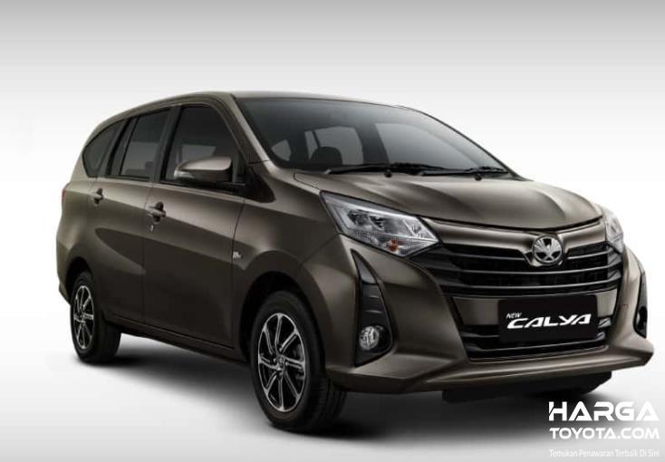 Gambar ini menunjukkan Toyota Calya tampak depan