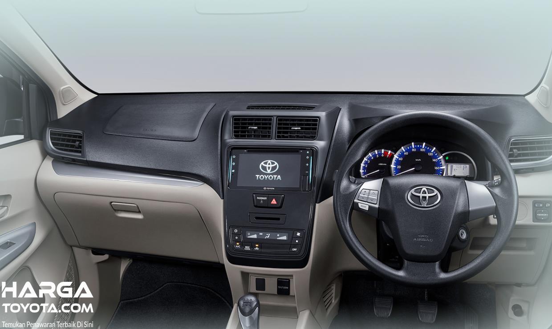Gambar ini menunjukkan dashboard mobil Toyota Avanza terbaru