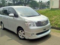 Di Jual Toyota Nav1 Vlux AT Tahun 2013
