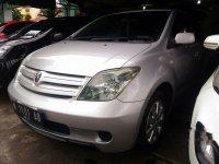Jual mobil Toyota IST 2004 Jawa Timur