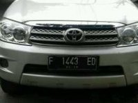 Toyota Fortuner 2,5 G Disel Autometic tahun 2010