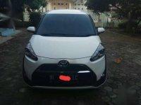 Toyota Sienta Tahun 2017 tipe V Putih Mutiara (Manual)