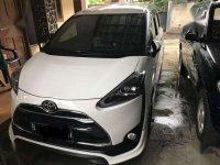 Over Kredit Toyota Sienta Matic Type Q 2017