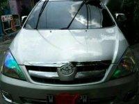 Toyota Innova G BENSIN 2005