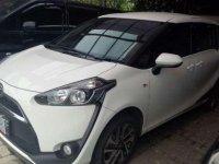 Seperti baru Toyota Sienta V AT 2017 warna putih