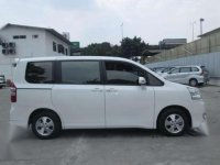 Toyota Nav1 V 2014 Minivan