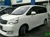 Toyota NAV1 V 2.0 AT Putih Mutiara Tahun 2013