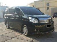 Toyota NAV1 V Luxury 2014