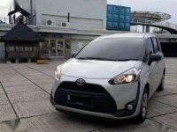 Mobil Toyota Sienta 2017